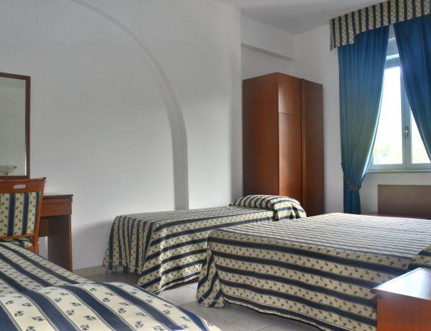 camera tripla con letto aggiunto del villaggio