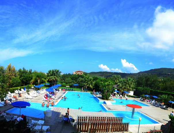 piscina e parco del villaggio vacanze Eurolido